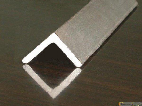 不锈钢角钢的规格与成分分析